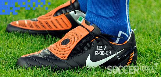 Muñeco de peluche piel Alas  Football News - Cannavaro Sets Record in Custom Lasers - 14/08/09 -  SoccerBible