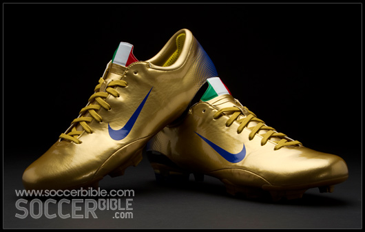 best cheap aa0aa 27bef Nike only produced 250 pairs of these 4 star Gold collectors editions. If  you managed to get your hands on these back in 2006, then count yourself  lucky!