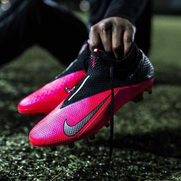 nike midfielder boots