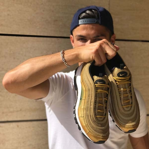 Pies suaves Normalmente Preferencia  Nike Launch The Air Max 97 CR7 Sneakers - SoccerBible