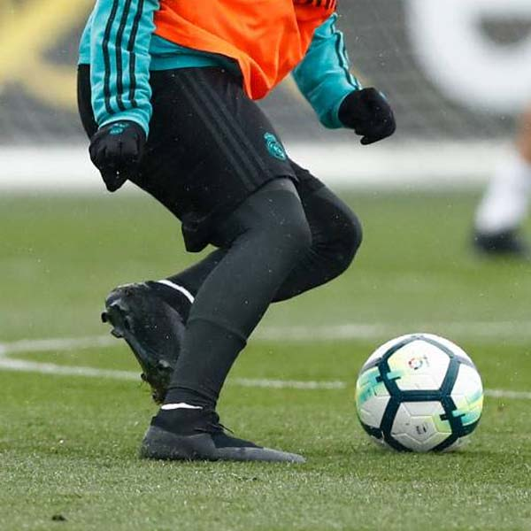 Derivar Calvo Muy lejos  Isco Trains In Blackout Nike Boots - SoccerBible
